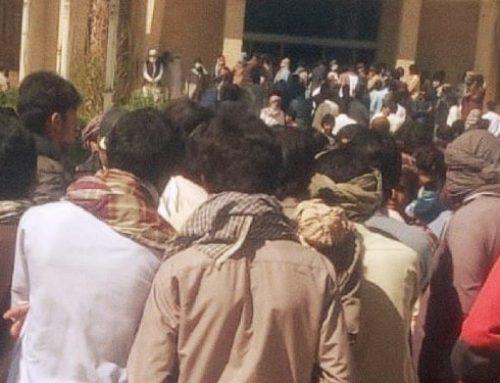 Les forces de sécurité extirpent violemment des manifestants baloutches blessés hors d'un hôpital